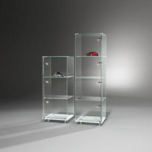 dreieck-design-glasvitrine-solus
